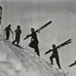 Skifahrer am Aufstieg auf den Arlberg