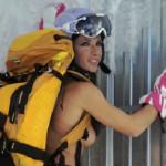 Skilehrerin mit Rucksack